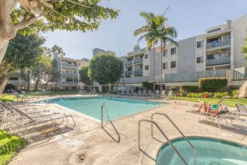 Airbnb Playa del Rey condo, pool and jacuzzi